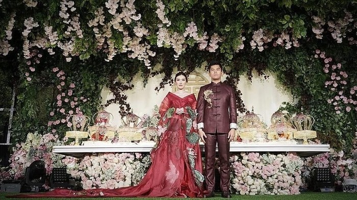 Pasangan Crazy Rich Surabayan. (Foto: Instagram @jusupclarissawed)