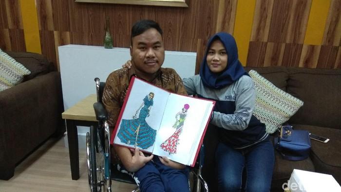Rahmat Hidayat, designer difabel yang tidak kenal putus asa membagikan karya fenomenalnya. Foto: Aisyah/detikHealth