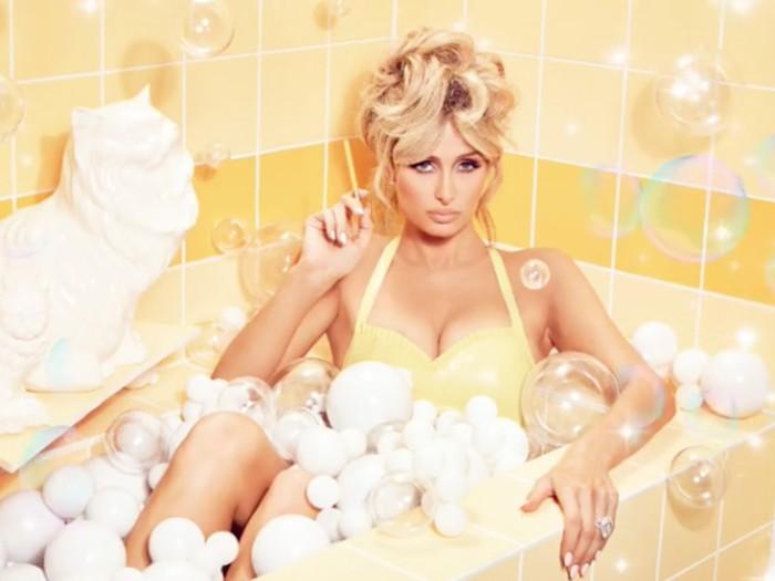 Paris Hilton unggah foto seksi di instagram.