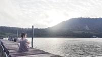 Kalau ini Sirin saat bersantai di dermaga Koh Kood Island, Thailand (Instagram/@sirinlily)