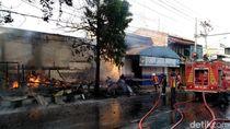 Lupa Matikan Kompor, 5 Kios di Pantura Pekalongan Ludes Terbakar