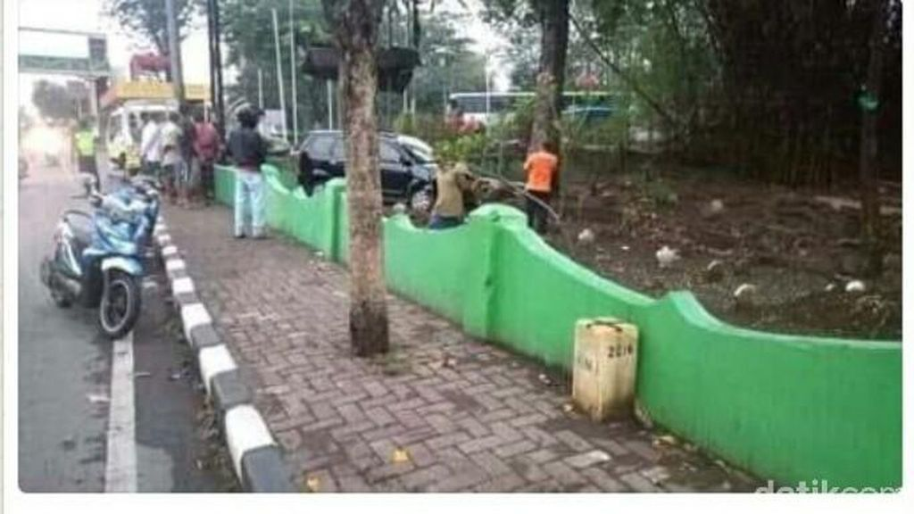 Viral Mobil Masuk Kuburan karena Sopir Digoda Hantu, Ini Faktanya
