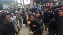 Aksi di Bone Ricuh: Mobil Rusak, 2 Pendemo Disabet Senjata