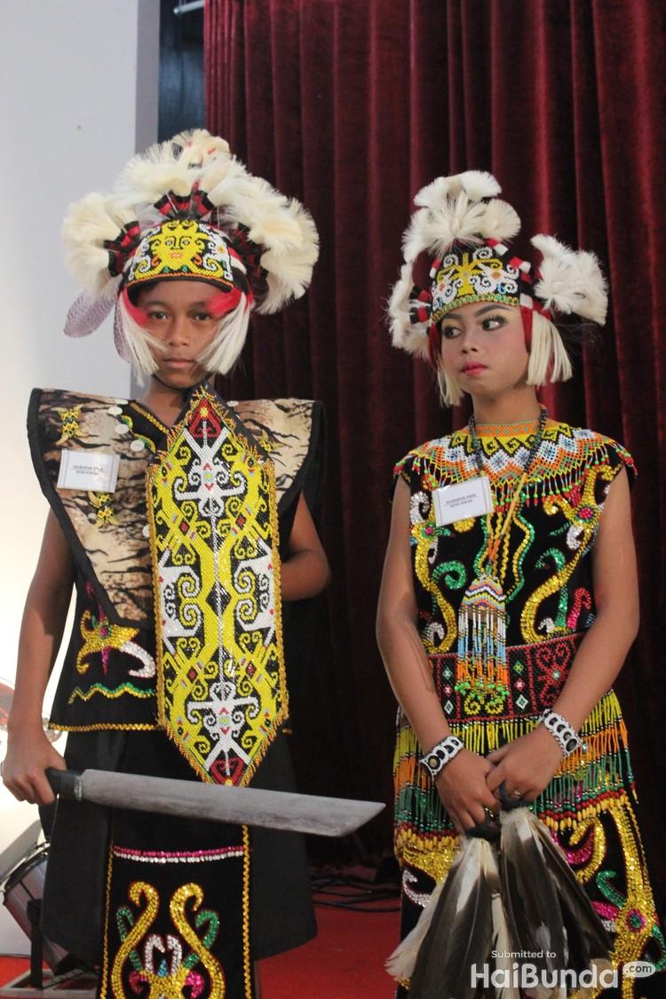 10 Potret Aksi Anak-anak dalam Balutan Busana Adat Indonesia