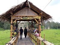 Puri Mataram di Dusun Drono, Tridadi, Sleman. Untuk masuk ke wahana taman bunga, traveler harus membayar dulu sebesar Rp 10 ribu per orang. (Pradito/detikTravel)