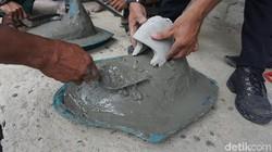 Masalah buang air besar (BAB) sembarangan di NTT masih jadi sorotan. Dengan pembuatan jamban, diharapkan masyarakat bisa menjalani kehidupan lebih sehat.