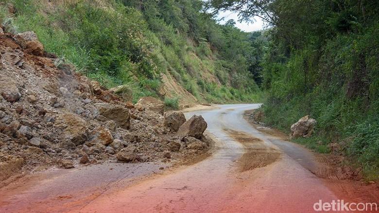 Longsor di Lae Pondom, Jalur Dairi-Karo Sumut Terputus