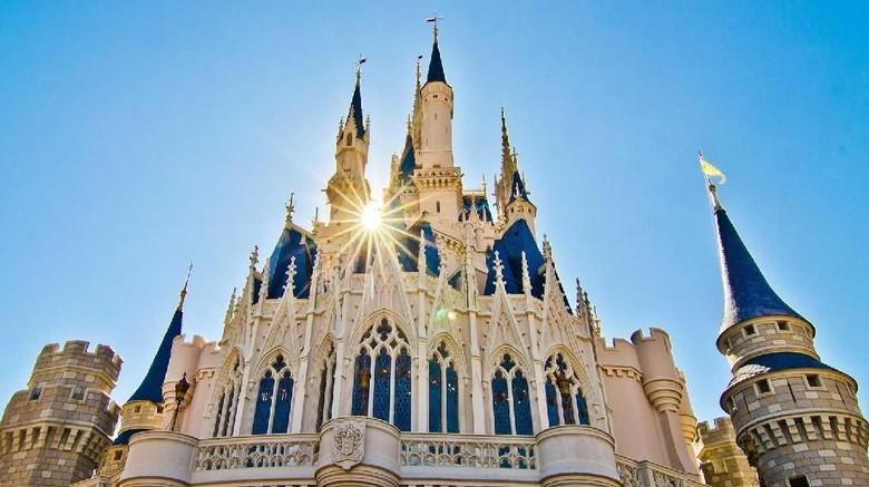 Ilustrasi Disneyland (Disneyland)