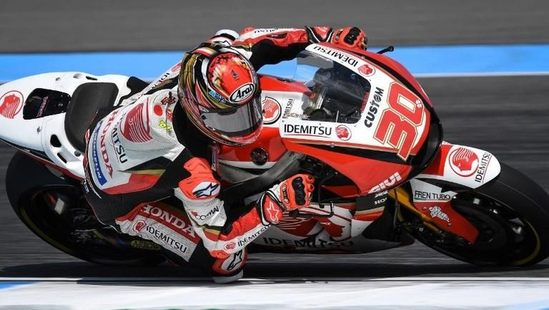 LCR Honda Idemitsus Japanese rider Takaaki Nakagami rides during the final free practice for the 2018 Thailand MotoGP at Buriram International Circuit in Buriram on October 6, 2018. (Photo by Lillian SUWANRUMPHA / AFP)