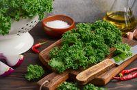 Dikenal Sebagai Superfood, Mana yang Lebih Menyehatkan Bayam atau Kale?