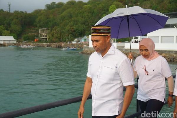 Di awal tahun 2019, Gubernur NTT Viktor Bungtilu Laiskodat berencana menutup Pulau Komodo dan memindahkan warga Desa Komodo. Namun hal itu, langsung mendapat penolakan dari Warga Desa Komodo (Shinta/detikcom)
