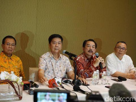 Jumpa pers Rendra Tjajadi, ayah dari Jusup Cayadi, yang disebut-sebut Crazy Rich Surabayan.