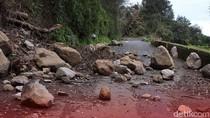 Diguyur Hujan Deras, Banjir dan Longsor Terjadi di Cilodong Depok