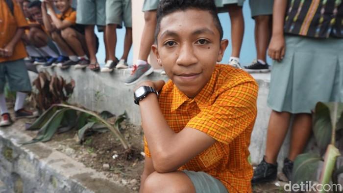 Demi cita-cita menjadi dokter, bocah ini rela menempuh perjalanan jauh menuju bangku sekolah (Foto: Widiya Wiyanti/detikHealth)