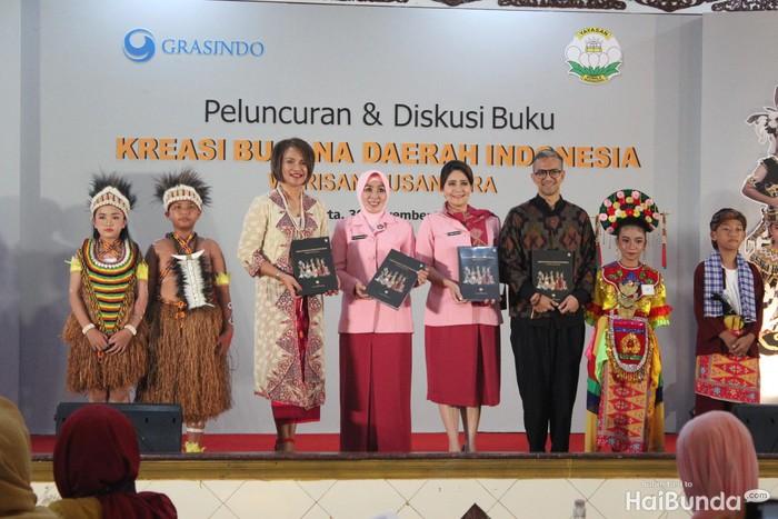 Peluncuran buku karya istri Tito Karnavian, Kreasi Busana Daerah Indonesia Warisan Nusantara.Foto: Yuni Ayu Amida