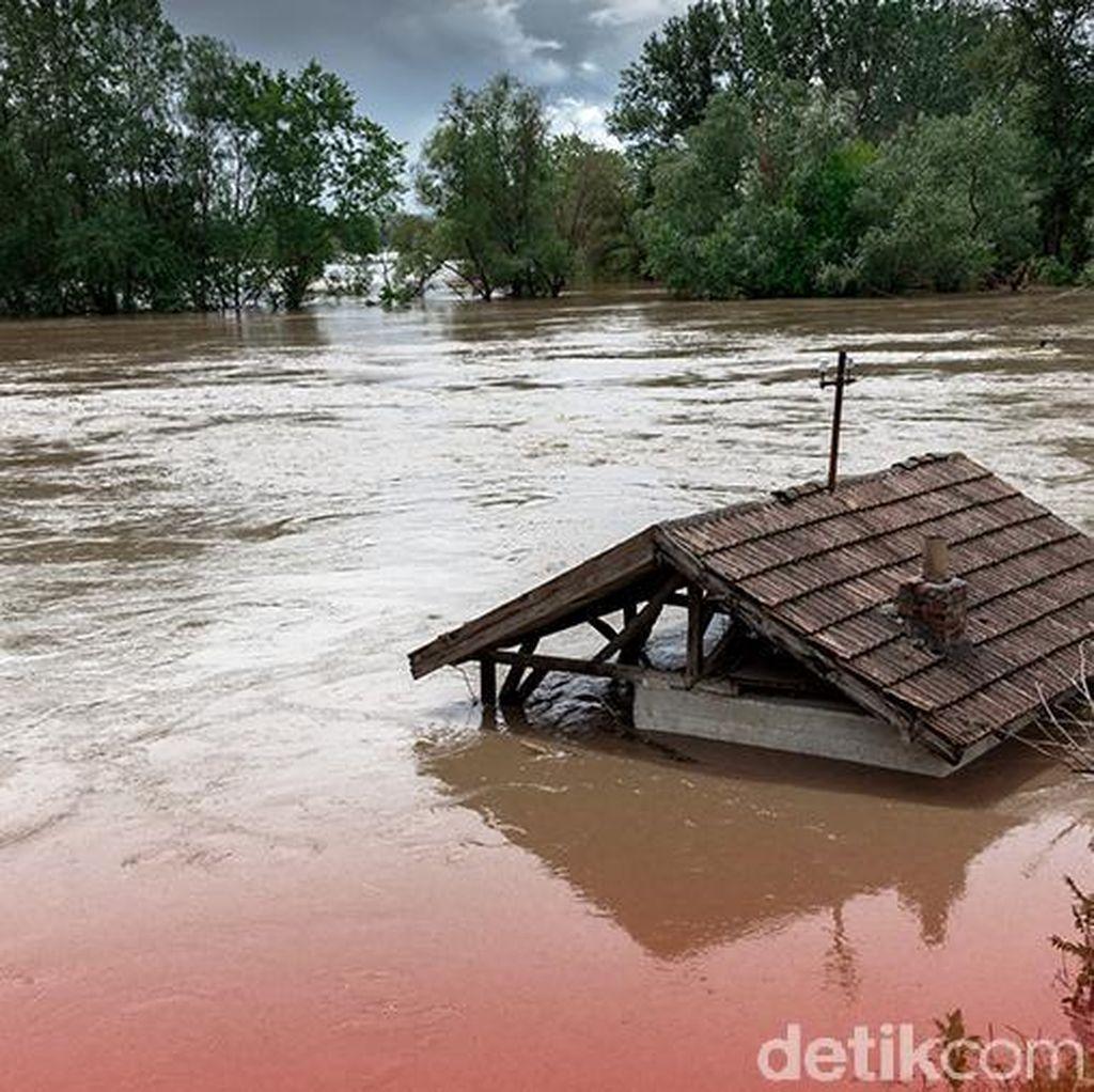 Diterjang Hujan, Jembatan Gantung di Waykanan Lampung Putus