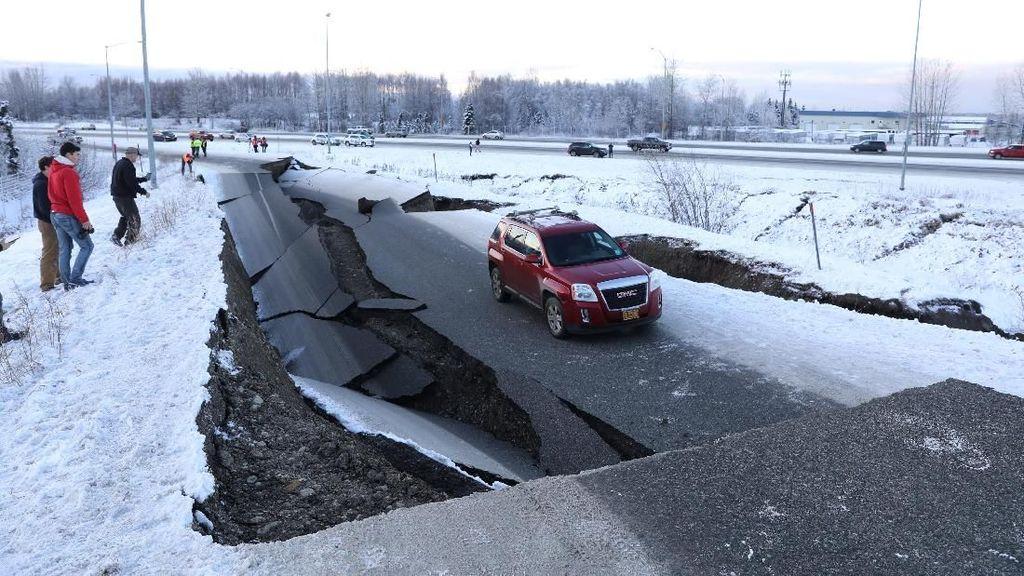 Video Kepanikan Warga Alaska Usai Gempa M 7,8