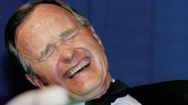 Tawa dan Tangis George W Bush Kala Pidato Pemakaman Ayahnya