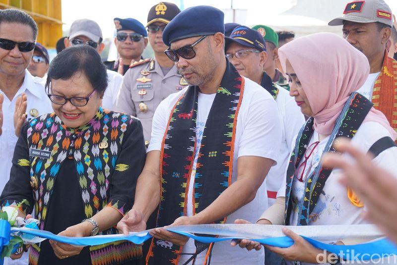 KMP Komodo diluncurkan pada Sabtu (1/12). Acara ini dihadiri oleh Dirut PT ASDP Indonesia Ferry, Ira Puspadewi, Gubernur NTT Viktor Laiskodat dan Wabup Manggarai Barat Maria Geong (Shinta/detikTravel)