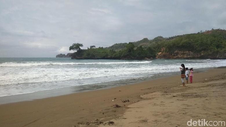 Foto: Pantai Pelang di Trenggalek (Adhar Muttaqin /detikTravel)