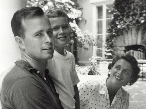 Bush Senior, Si Kakek Pemberani yang 4 Kali Terjun Payung di Usia Lanjut
