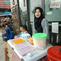 Wah! Penjual Nasi Uduk Cantik Ini Hebohkan Netizen