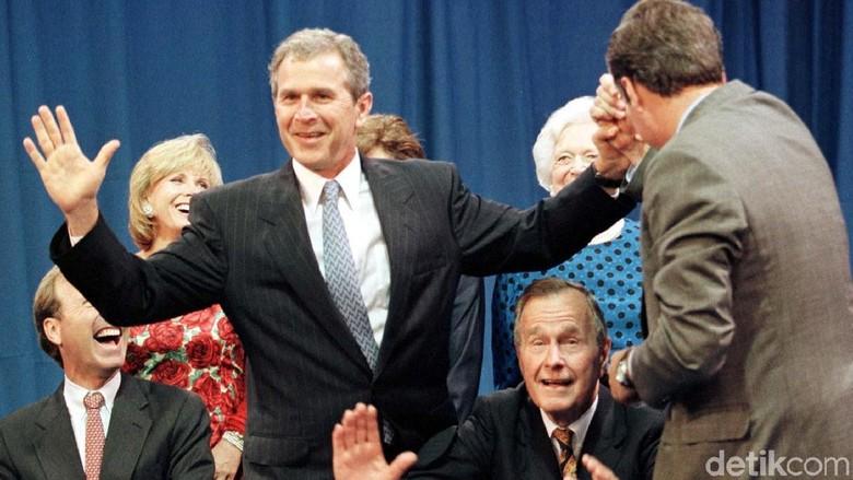 Bush Senior, Dari Pilot Perang Dunia II Hingga Usir Irak dari Kuwait
