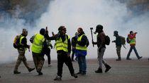 Gas Air Mata Bubarkan Massa Rompi Kuning di Paris