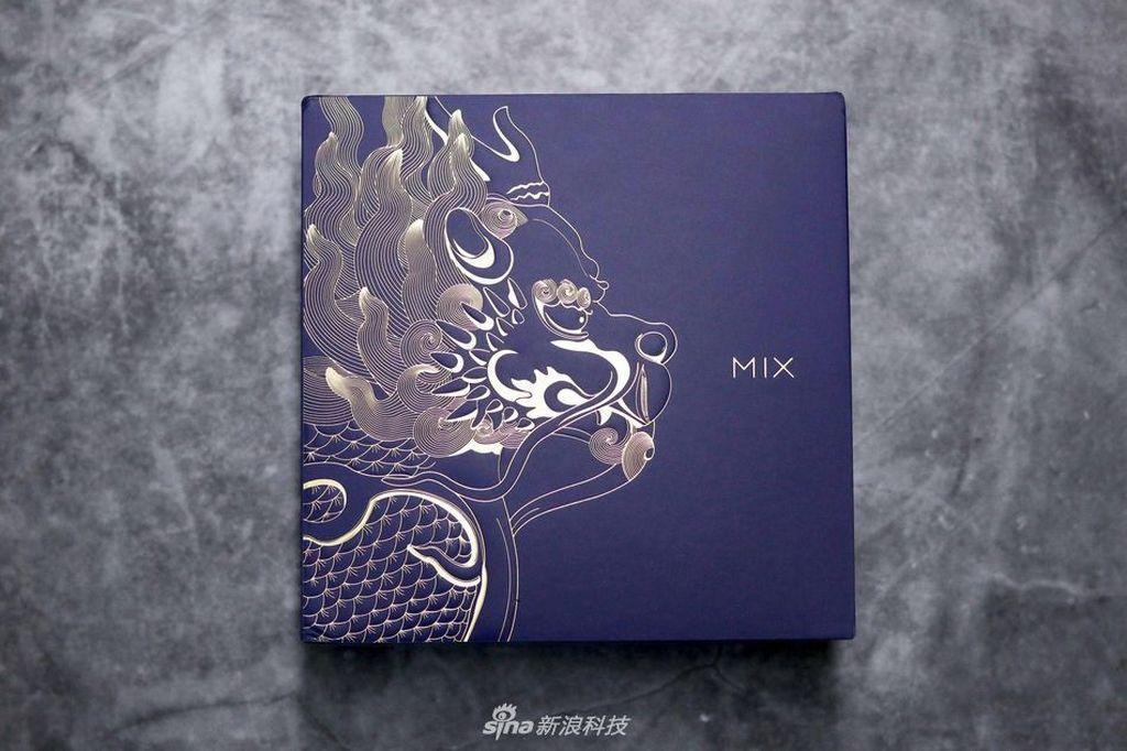 Mi Mix 3 edisi khusus Forbidden City diperkenalkan awal Nopember silam. Foto: Sina Mobile