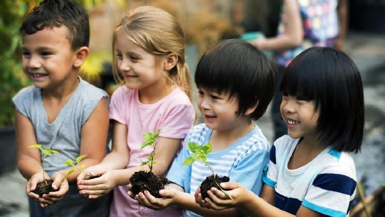 Ajak Anak Jaga Bumi dan Lingkungan Lewat Cara Menyenangkan /Foto: Istock
