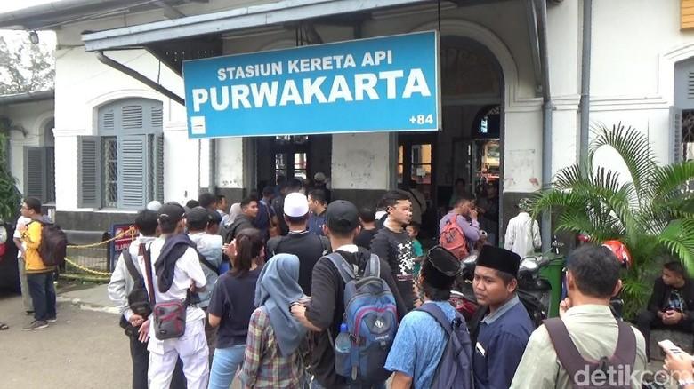 Massa Reuni 212 Asal Purwakarta Mulai Bertolak ke Jakarta