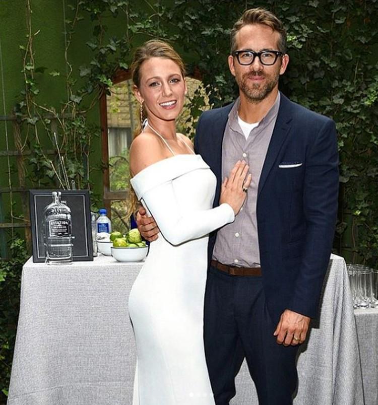 Ryan Reynolds menikah dengan Blake Lively pada tahun 2012. Hingga kini, keduanya masih terlihat romantis(Foto: Instagram @vancityreynolds)
