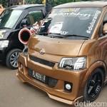 Mobil Modif Daihatsu Banjiri Istora Senayan