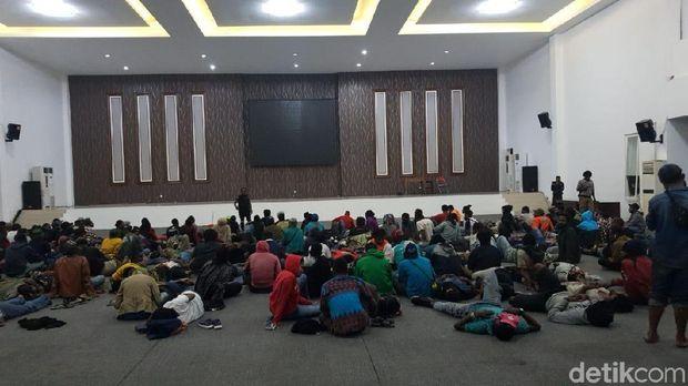 Ratusan mahasiswa Papua diperiksa/