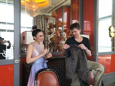 Cynthia Tan dan Charlie Puth.