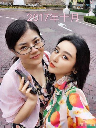 Viral Foto Dua Wanita yang Operasi Plastik Mirip Artis Ini Bikin Bingung Netizen