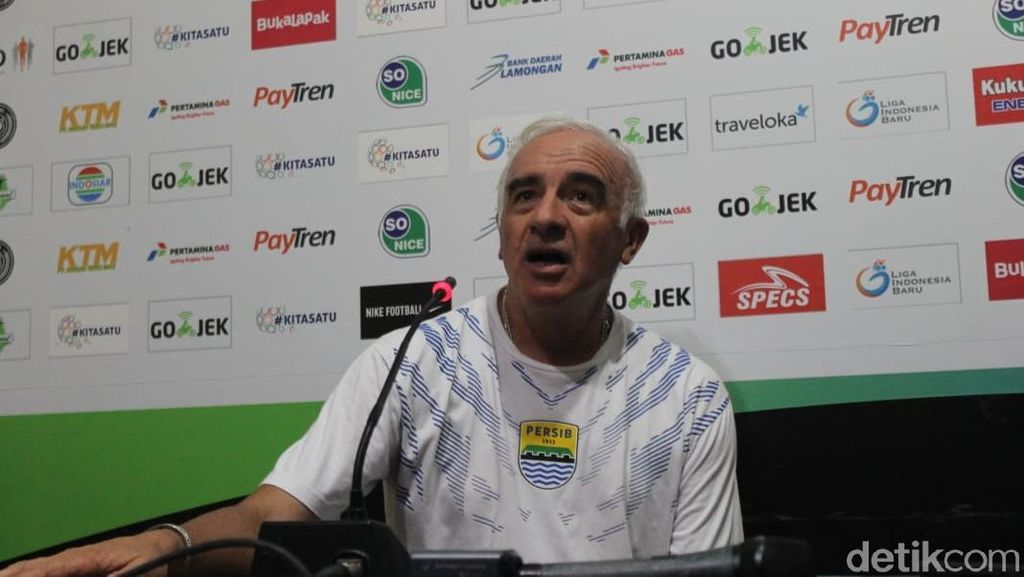 Persib Bandung Depak Mario Gomez