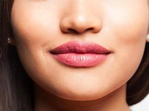 Mau Lipstik Terlihat Sempurna? Intip Trik Berikut Ini