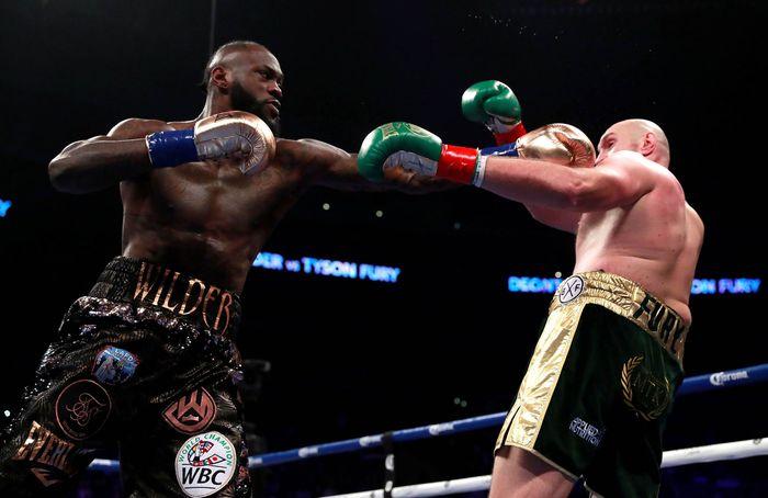 Sesekali, Wilder mampu melancarkan pukulan balik tapi Fury berhasil mengelak. Reuters/Andrew Couldridge.