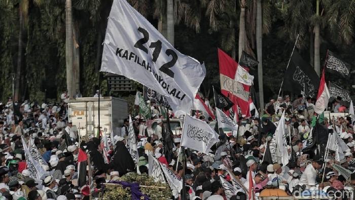 Massa memadati lokasi Reuni 212 di Monas, Jakarta Pusat, Minggu (1/12/2018). Begini ekspresi mereka saat mengikuti acara reuni.