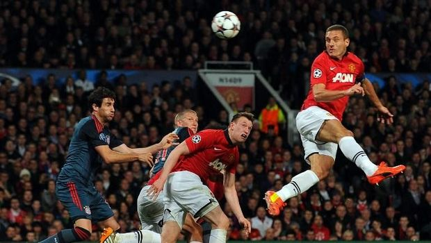 Manchester United's Serbian defender Nemanja Vidic (R) scores the opening goal during the UEFA Champions League quarter-final first leg football match between Manchester United and Bayern Munich at Old Trafford in Manchester on April 1, 2014.  AFP PHOTO / ANDREW YATES (Photo by ANDREW YATES / AFP)