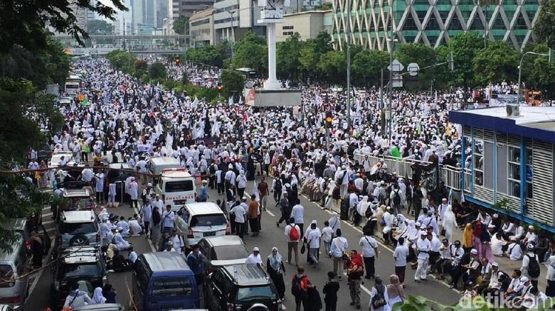 Penampakan Massa Reuni 212 di Sekeliling Monas