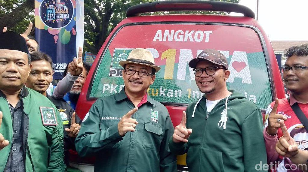 Acungkan Satu Jari, Hanif Dhakiri Luncurkan Angkot Cinta Bandung