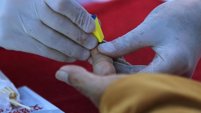 Kesadaran terhadap HIV jadi modal penting untuk mengurangi angka penularan baru. (Foto: Reuters)