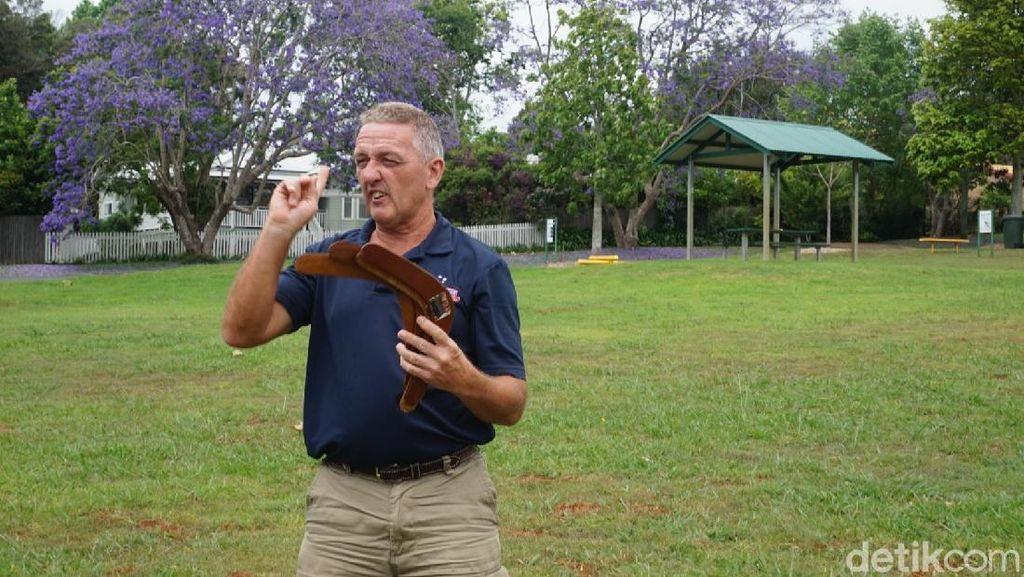 Foto: Belajar Main Boomerang di Negara Asalnya