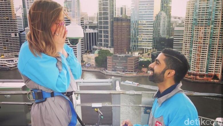 Melamar kekasih di atas jembatan setinggi 74 meter di Australia (dok. Story Bridge Climb Adventure)