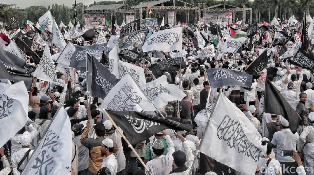 Ustaz Haikal Hassan: Banyak Bendera Tauhid Nih, Ada yang Berani Bakar?