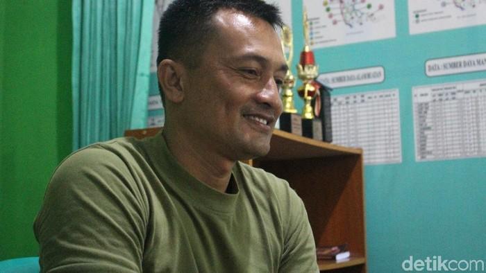 Anggap sebagai hobi, terapi listrik Kapten Tatang tidak memungut biaya. (Foto: Kirei/detikHealth)