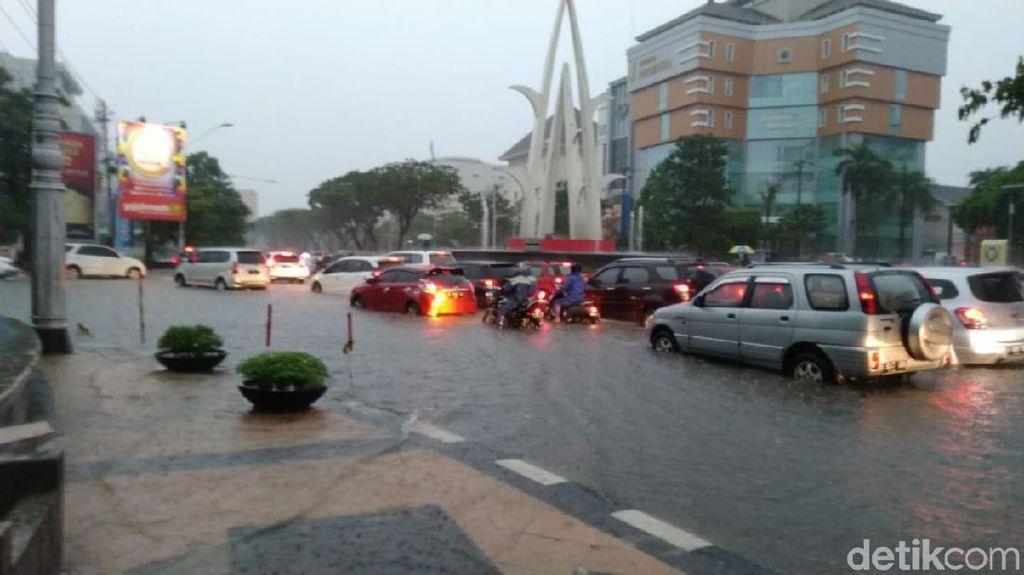 Motor Bukan Perahu, Terjang Banjir Bisa Bikin Piston Bengkok