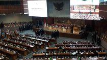 DPR Lantik Sejumlah Anggota PAW